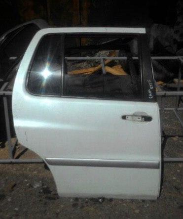 Дверь Toyota Raum EXZ10 5EFE задняя правая