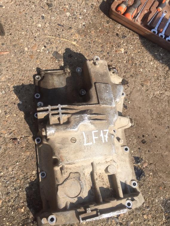 Поддон двигателя Mazda LF17