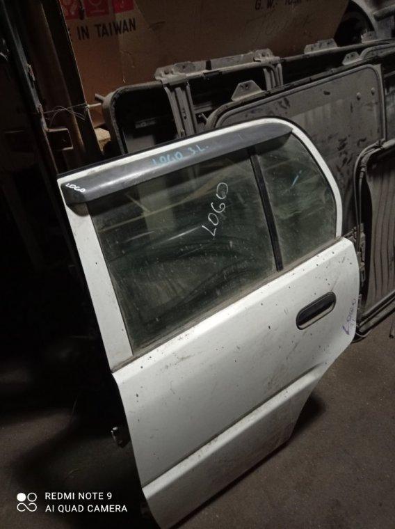 Дверь Honda Logo задняя левая