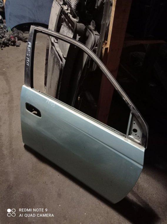 Дверь Toyota Prius передняя правая