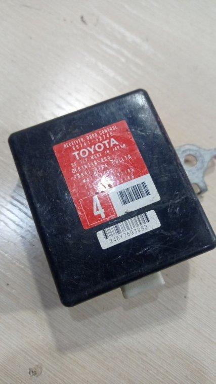 Блок управления дверьми Toyota Vitz