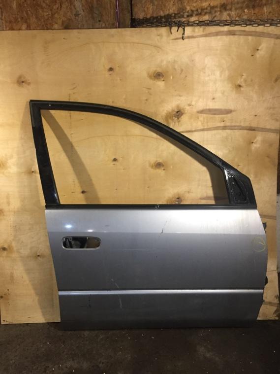 Дверь Toyota Ipsum SXM10 3SFE передняя правая