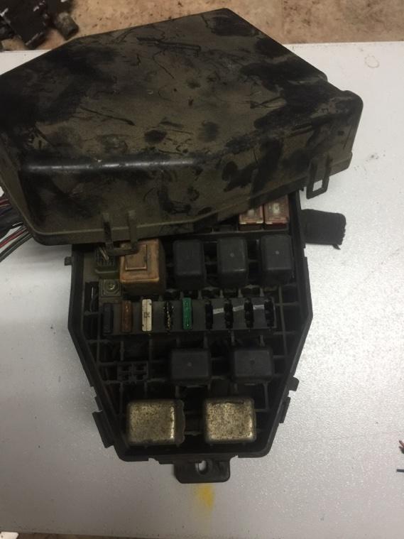 Блок предохранителей Ssangyong Korando KJ OM661 1996 передний верхний