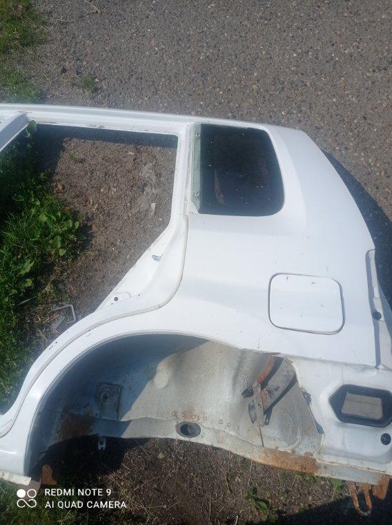 Стекло собачника Mazda Demio DW3W DW5W B3 B5 левое