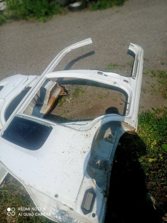 Стекло собачника Mazda Demio DW3W DW5W B3 B5 правое