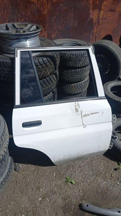 Дверь Mazda Demio DW3W задняя правая