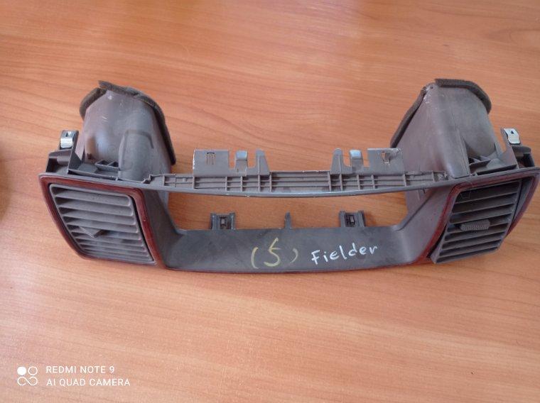 Консоль магнитофона Toyota Corolla Fielder NZE120