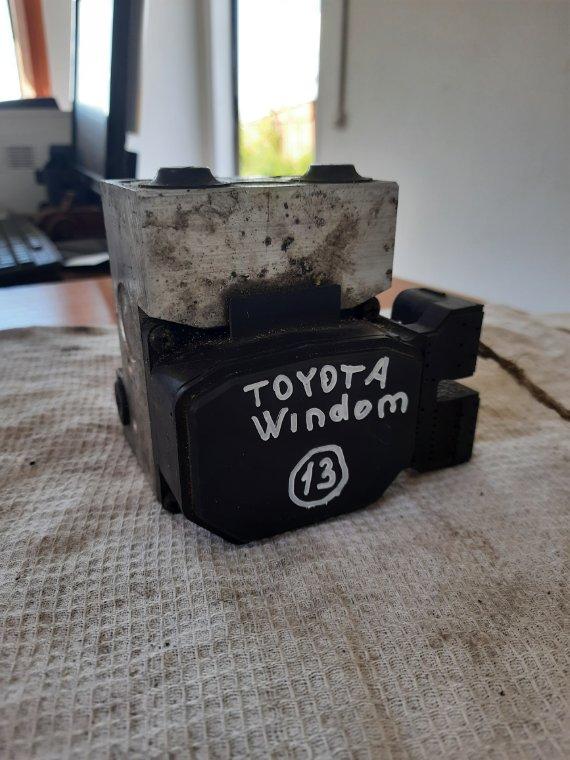 Блок управления abs Toyota Windom