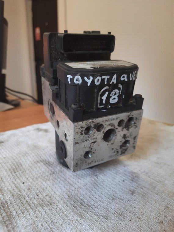 Блок управления abs Toyota Avensis 220