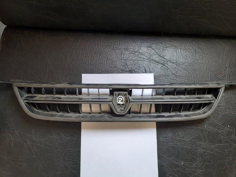 Решетка радиатора Toyota Corolla 95
