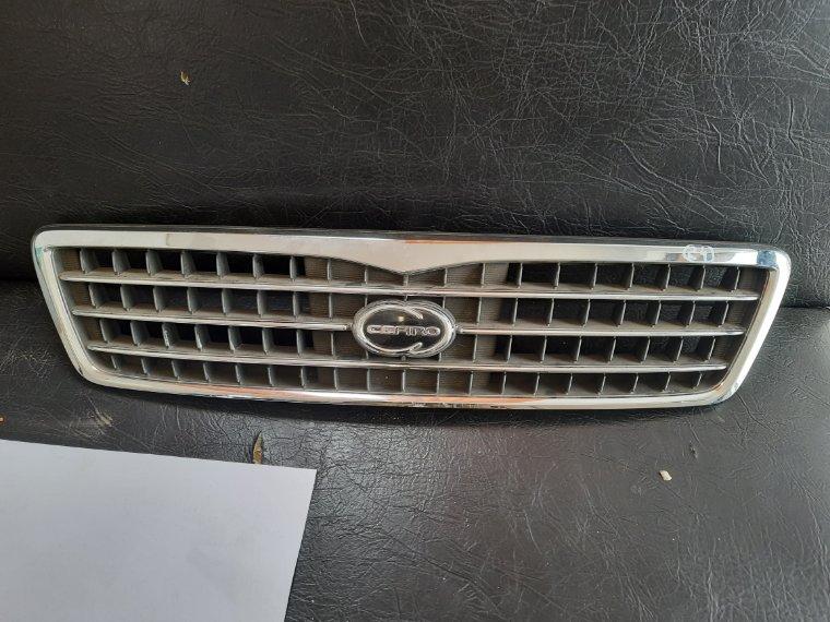 Решетка радиатора Nissan Cefiro RA32