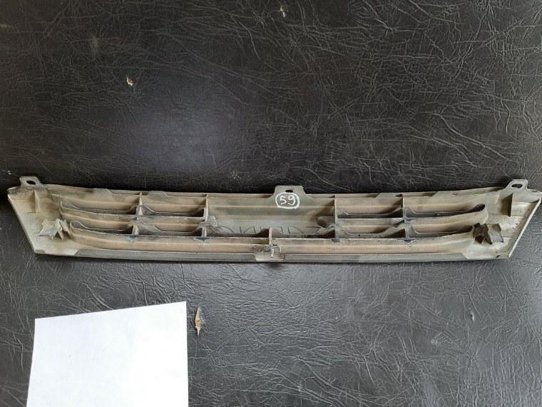Решетка радиатора Toyota Carina