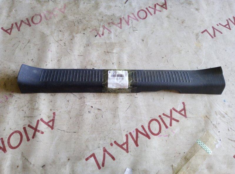 Порожек пластиковый Toyota Ipsum SXM15 3S-FE 1997 передний правый