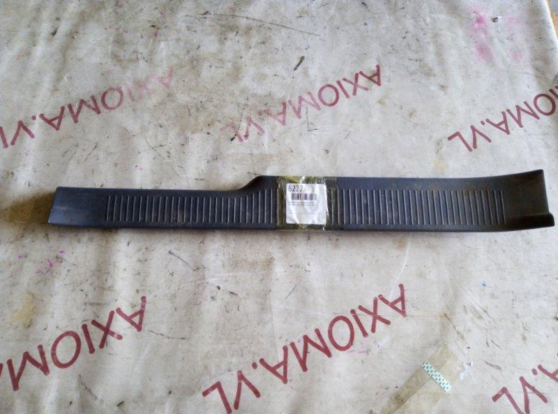 Порожек пластиковый Toyota Ipsum SXM15 3S-FE 1997 задний левый