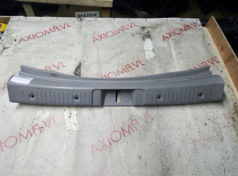 Накладка замка багажника Toyota Ist NCP65 1NZ 2000