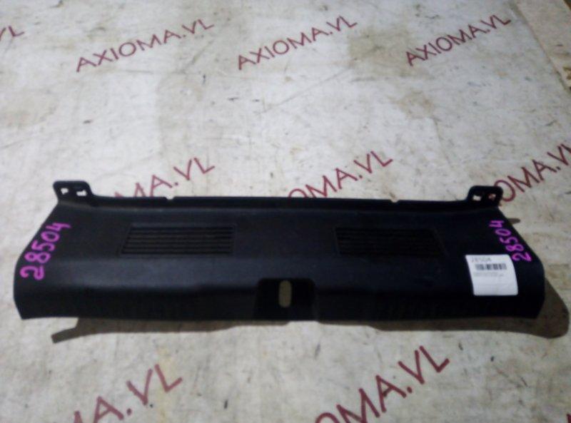 Накладка замка багажника Honda Fit GD1 L13A 2001