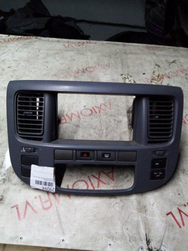 Консоль магнитофона Nissan Caravan E25 ZD30 2001