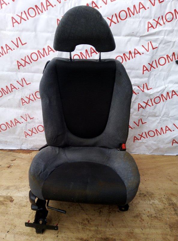 Сидение Honda Fit GD1 L13A 2001 переднее правое