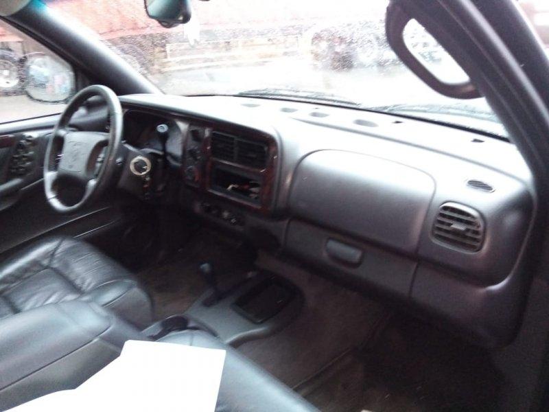 Консоль магнитофона Dodge Durango 1B4HS28Z5YF108485 EML(MAGNUM V8) 1997