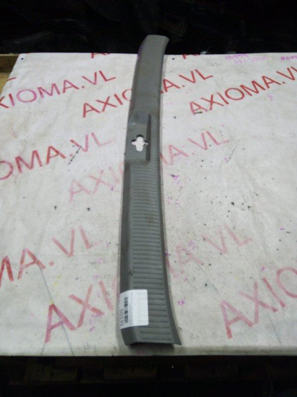Накладка замка багажника Toyota Alphard MNH10 1MZ 2005