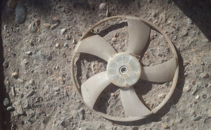 Крыльчатка вентилятора Toyota Yaris SCP90 2SZ-FE 2008