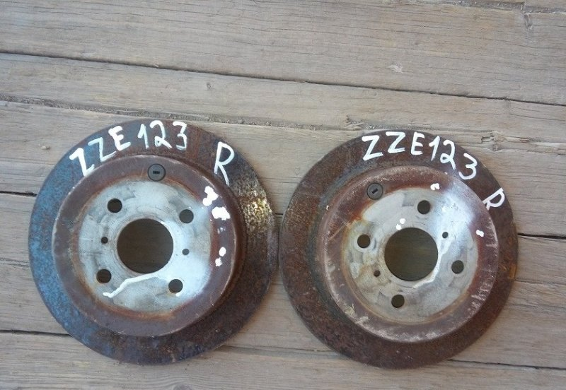 Тормозной диск Toyota Corolla ZZE123 задний