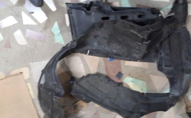 Подкрылок Toyota Camry SV40 передний левый