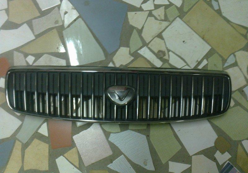 Решетка радиатора Toyota Vitz NCP10