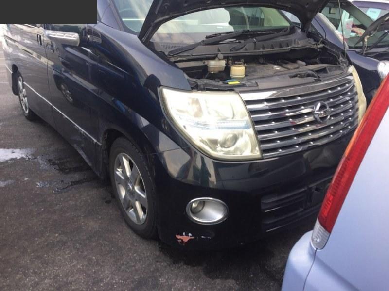 Фара противотуманная Nissan Elgrand MNE51 правая