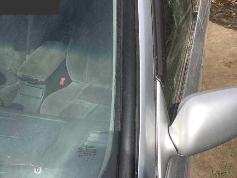 Молдинг лобового стекла Toyota Camry Gracia SXV20 5S-FE левый