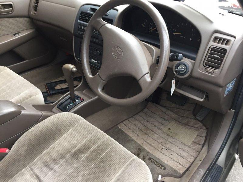 Кронштейн багажника Toyota Camry SV41 3S-FE