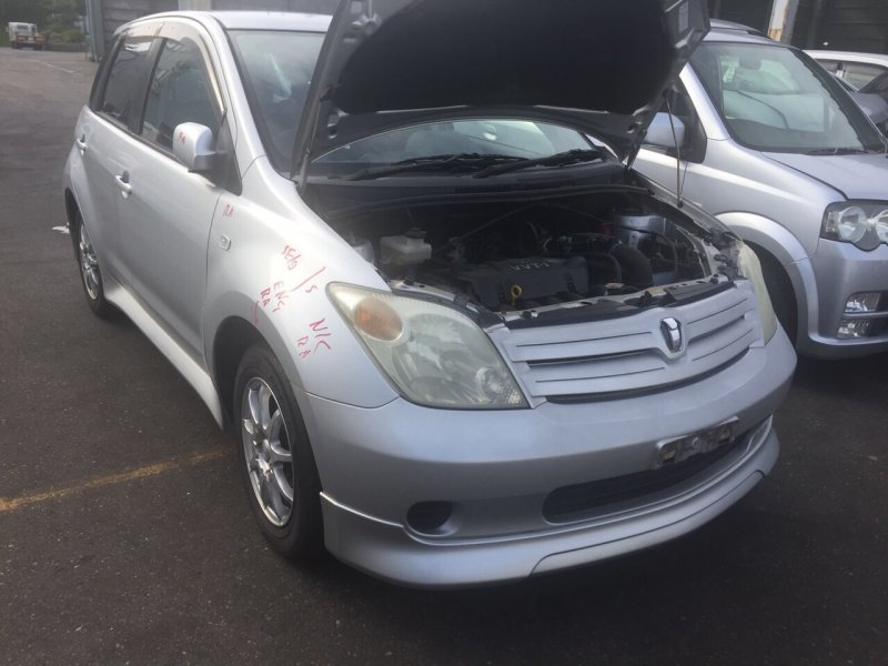 Накладка петли багажника Toyota Ist NCP60 2NZ-FE