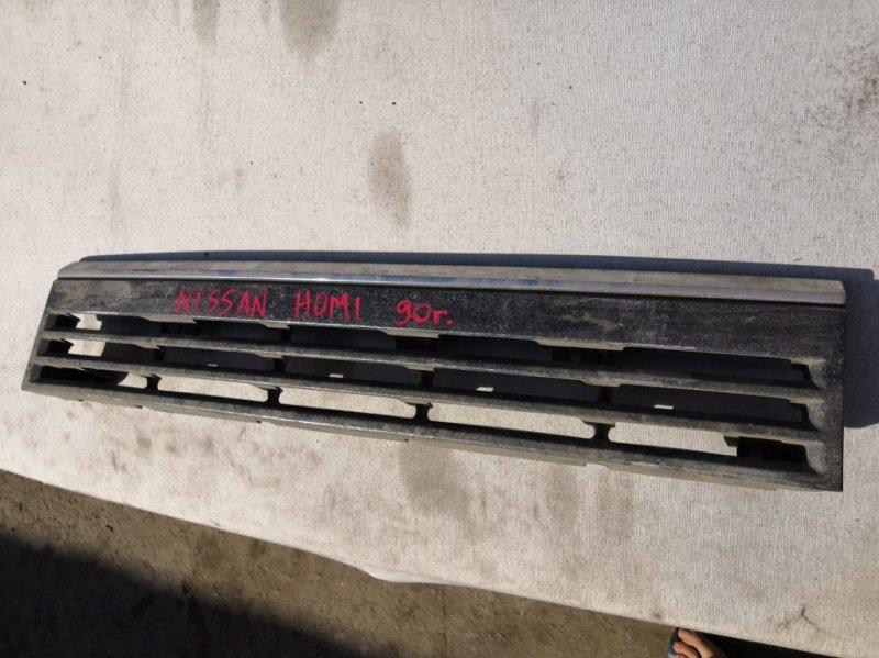 Решетка радиатора Nissan Homy 1990