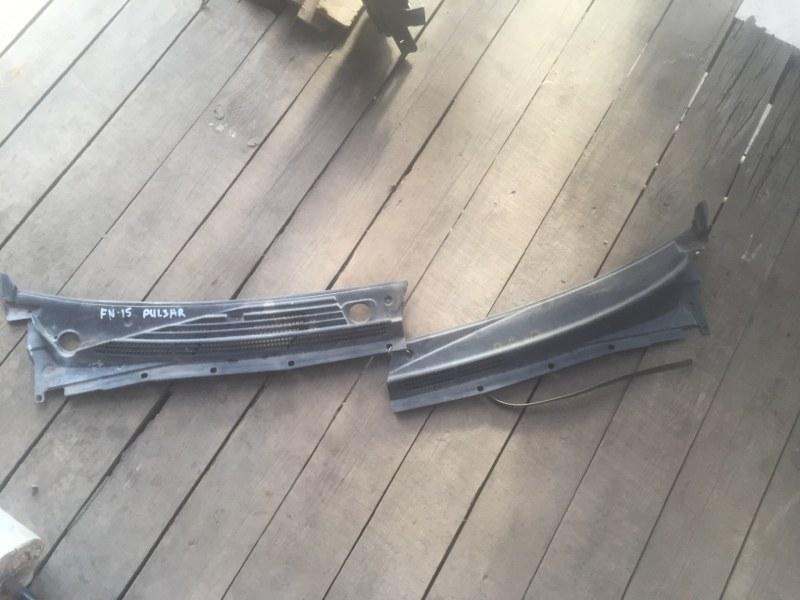 Решетка под лобовое стекло Nissan Pulsar FN15