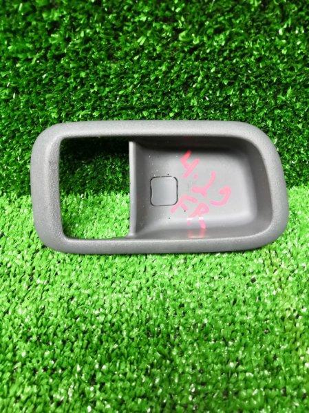Вставка под ручку двери салона Toyota Nadia SXN 10 3S-FE передняя правая