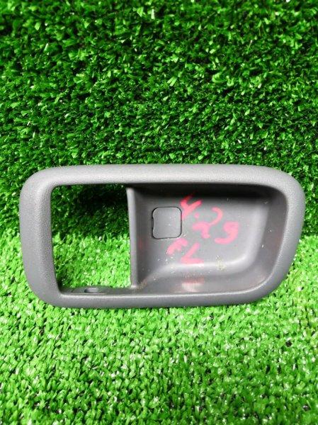 Вставка под ручку двери салона Toyota Nadia SXN 10 3S-FE передняя левая