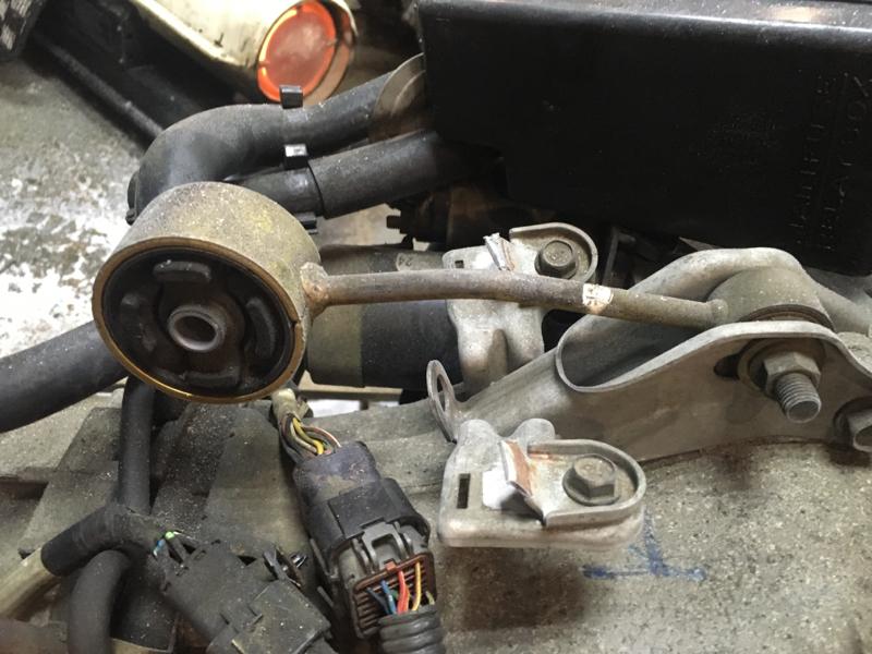 Подушка кпп Subaru Legacy BD9 EJ25