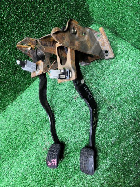 Педаль Mazda Demio DW5W B5-E