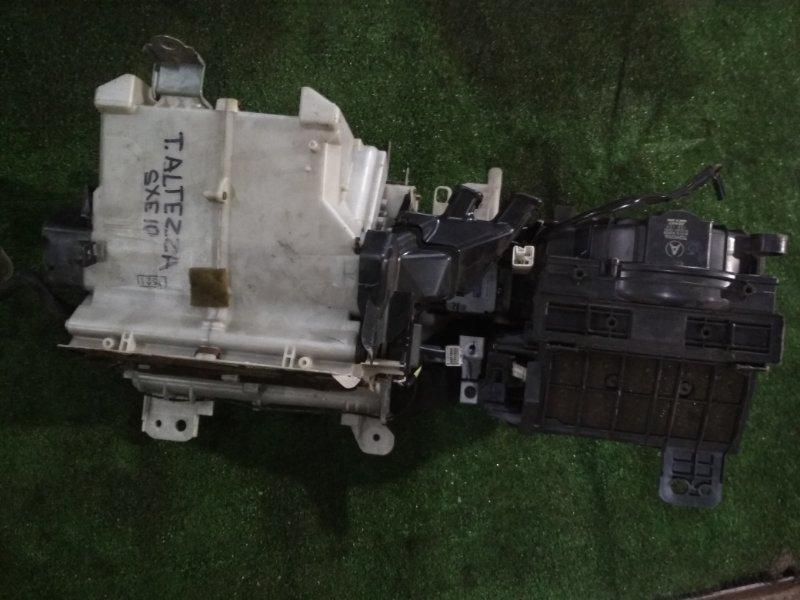Корпус вентилятора отопителя Toyota Altezza SXE-10