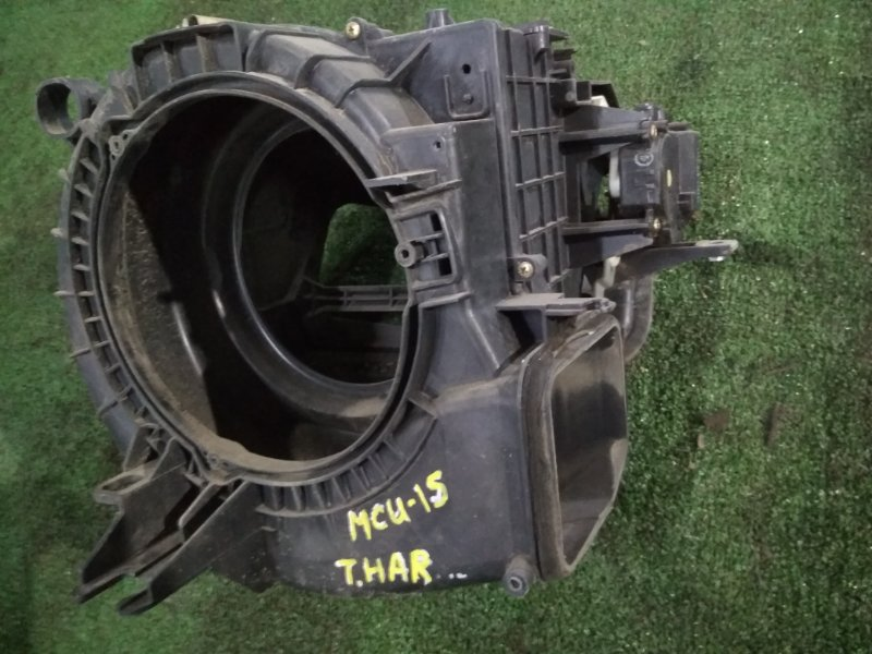 Корпус вентилятора отопителя Toyota Harrier MCU15W