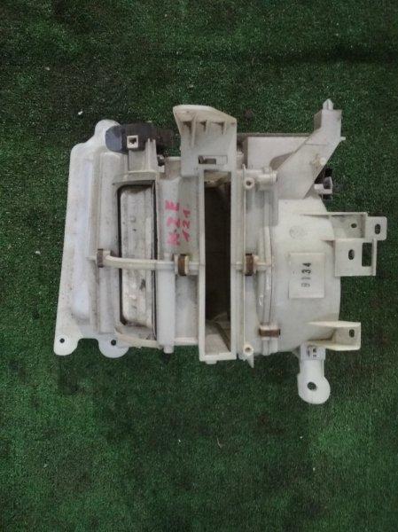 Корпус вентилятора отопителя Toyota NZE121