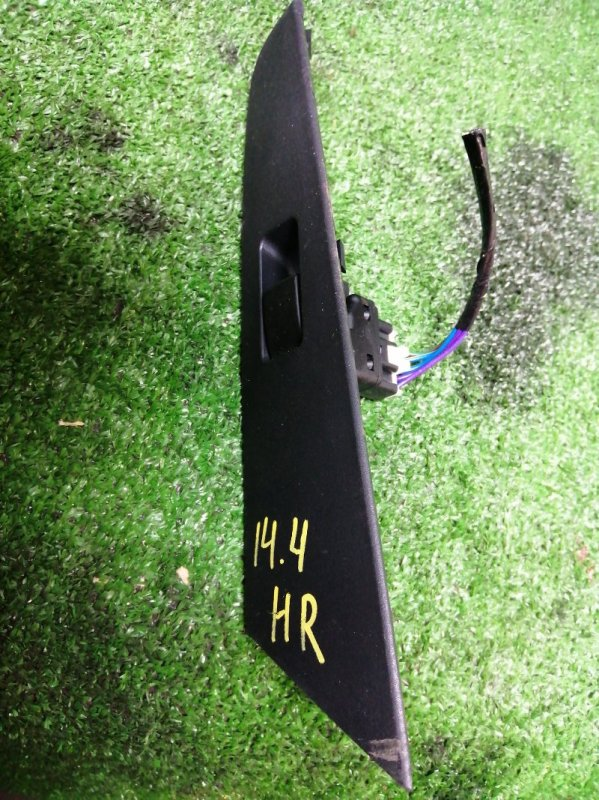 Кнопка стеклоподъемника Mazda Axela BK5P ZY-VE задняя правая
