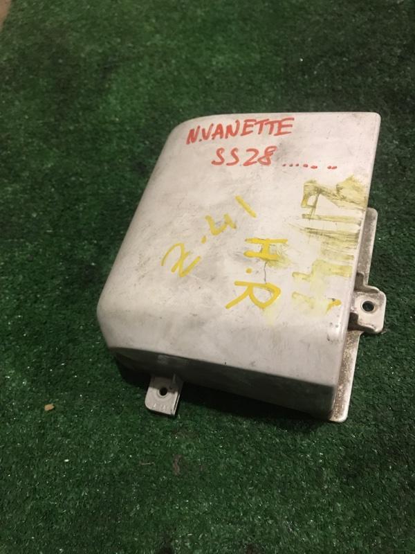 Накладка под фонарь Nissan Vanette SS28MN R2 задняя правая