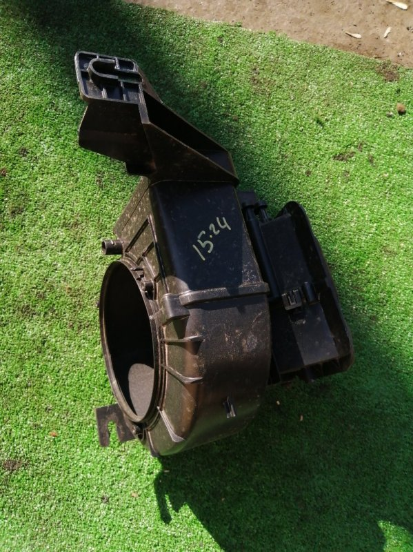 Корпус вентилятора отопителя Mazda Familia BJ5P ZL