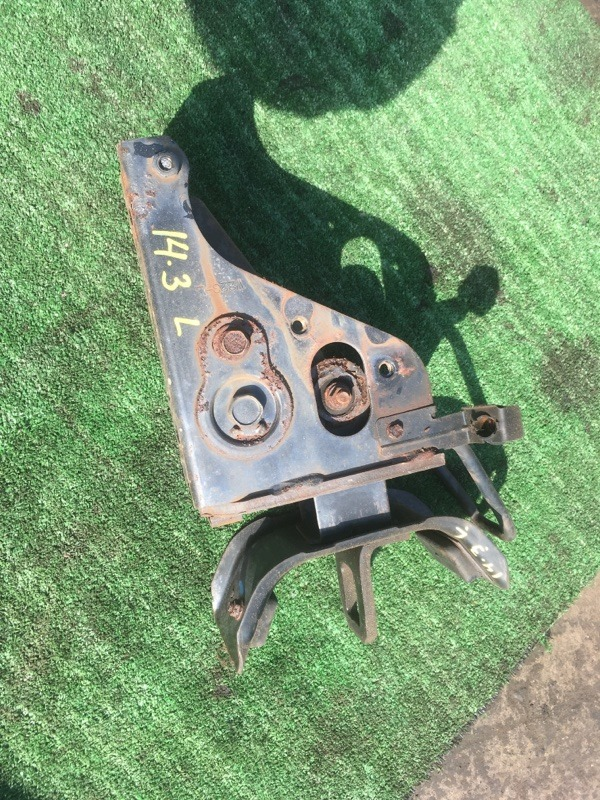 Кронштейн крепления кабины Mazda Titan WGL4T SL левый