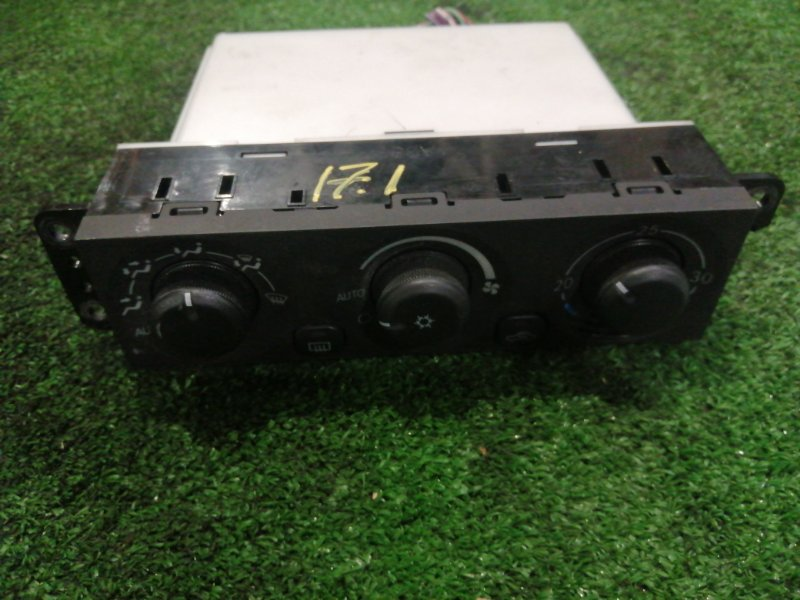 Блок управления климат-контролем Mitsubishi Chariot Grandis N84W 4G64