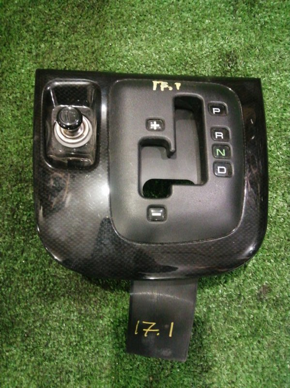 Накладка кулисы кпп Mitsubishi Chariot Grandis N84W 4G64