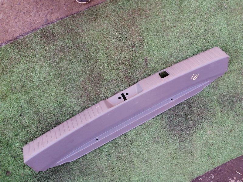 Накладка багажника Mitsubishi Chariot Grandis N84W 4G64
