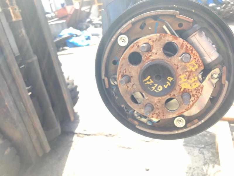 Ступица Toyota Isis ZNM10W 1ZZ-FE задняя правая