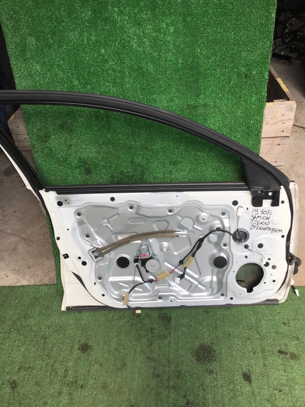 Стекло боковое Nissan Teana J32 VQ25DE переднее левое
